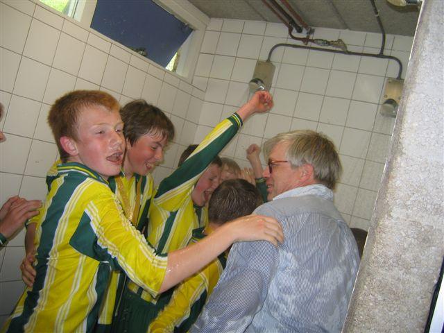 Voorschoten 39 97 voetbal en atletiekvereniging - Douche onder de dakrand ...